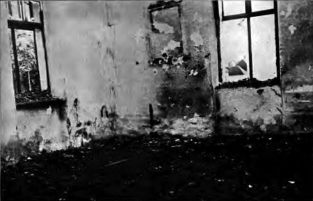 1914. Clasa școlii din Prnjavor unde au ars de vii 70 de civili sârbi răniți.